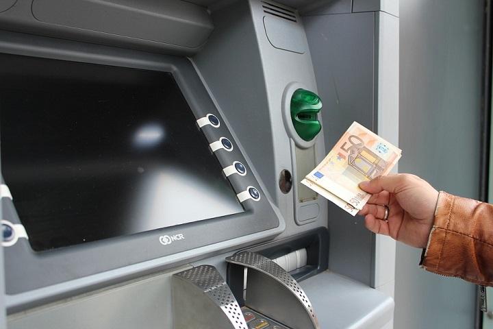Bargeld am Geldautomat: Das muss man wissen